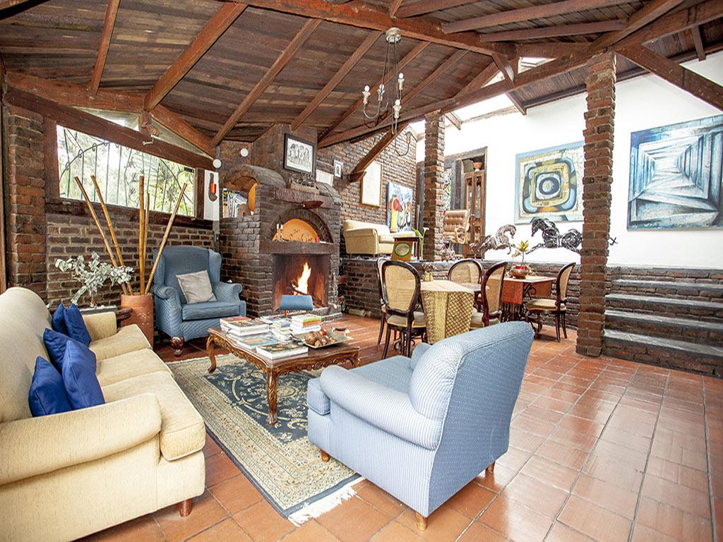 https://www.lacolinahotelcottage.com/wp-content/uploads/2017/06/1-Espacios-Cottage-Principal-La-Colina-Hotel-Cottage.jpg